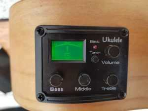 ukulele-tuner-in-electric-acoustic-ukulele-2